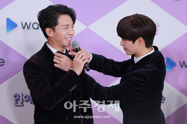 [포토] 케미 좋은 이승기-육성재 (2019 SBS 연예대상)