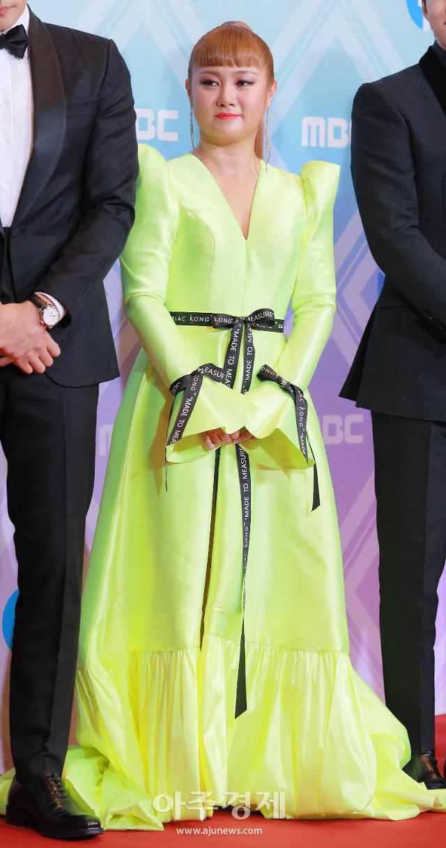 [포토] 박나래, MBC 방송 연예대상 대상 수상 (2019 MBC 방송 연예대상)