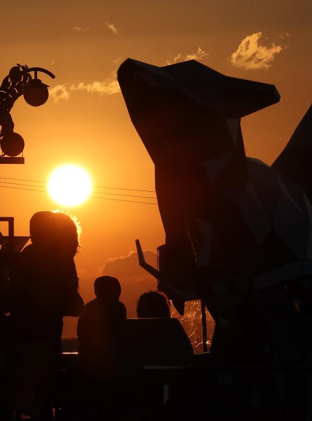 박원순 시장, 펭수 등과 제야의 종 타종...2020년 새해인사