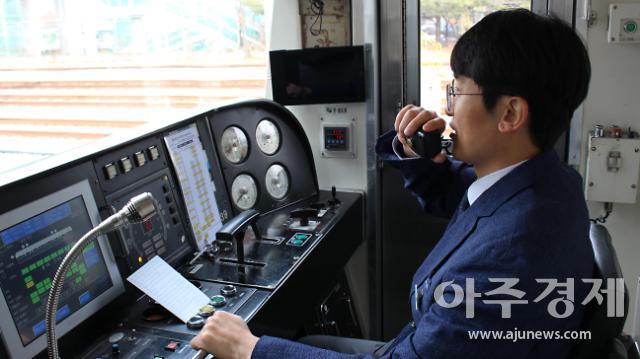 """[신년기획] """"출근길 만나면 오늘 하루 운 좋을 것 같다!""""… 행복방송 기관사"""