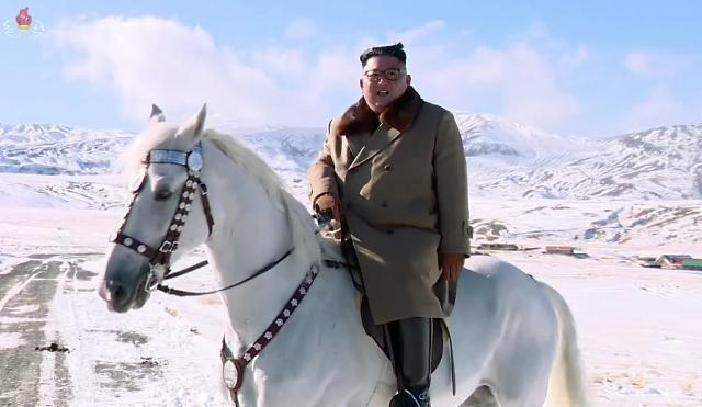 北 새해 첫 기록영화 김정은 백두혈통 강조…정면돌파 선언 속 내부결속 다지기