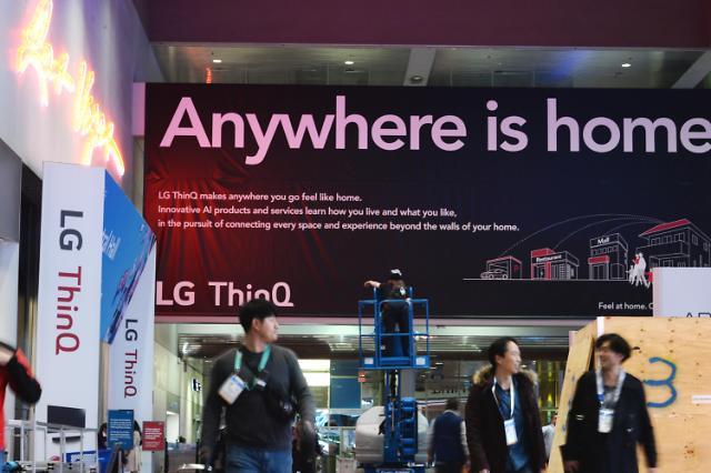 [미리보는 CES 2020] 관람객 맞이하는 LG 씽큐...AI 가전 대거 선보인다
