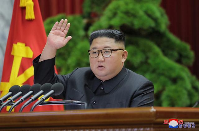 버티는 김정은vs고조되는 대북제재...北 자력갱생 경제난 극복 가능할까