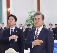 문재인 대통령, 휴일 '신년사' 준비 몰두…새해 국정운영 방향 놓고 고심