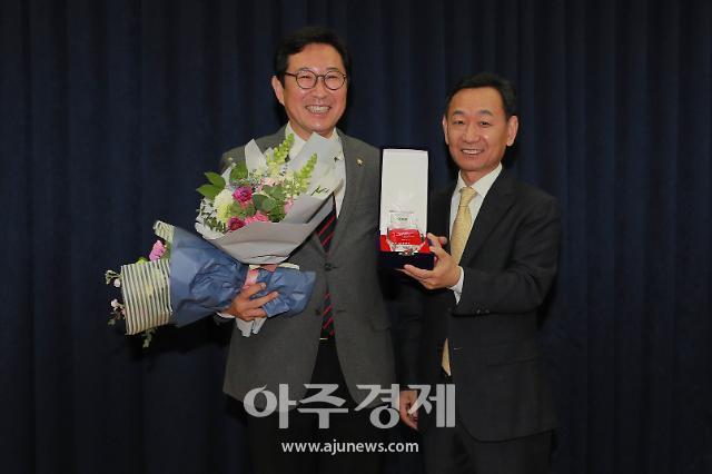 [포토] 김한정 의원, 베스트상 수상 (아주경제 베스트 의정대상)