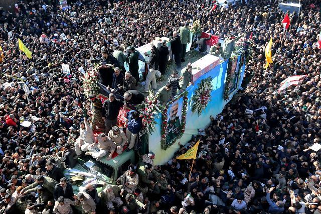 [미국·이란 갈등]이란 솔레이마니 장례서 56명 압사…안장식 중단