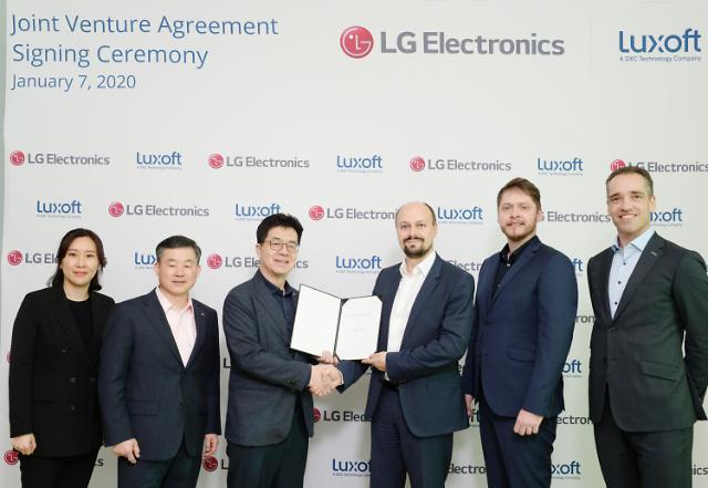 """[CES 2020] LG전자-룩소프트, 조인트벤처 설립 """"자동차분야 혁신 이룰 것"""""""