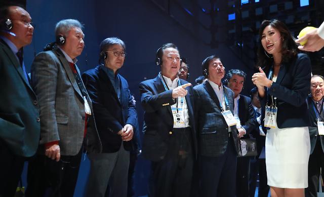 [CES 2020 포토] 삼성전자 부스 찾은 박용만 대한상의 회장
