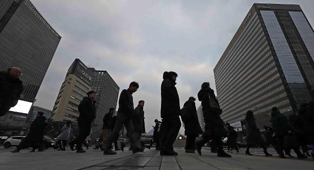 职场人离开首个职场的比例近九成 七成人表示不后悔