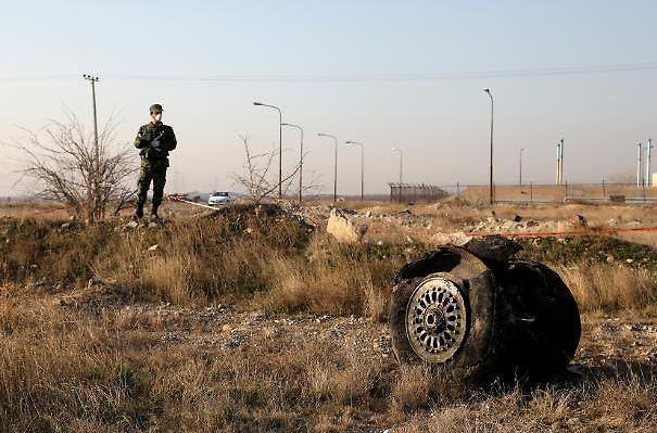 우크라이나 여객기 추락 참혹한 현장