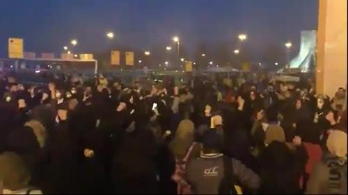 """""""이란 정권, 붕괴 가까워졌다""""…휘청이는 경제가 국민 분노에 기름"""