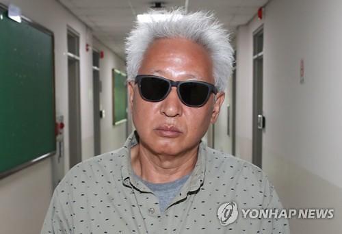 """""""위안부는 매춘"""" 망언 류석춘 교수 4개월 만에 경찰 소환조사"""