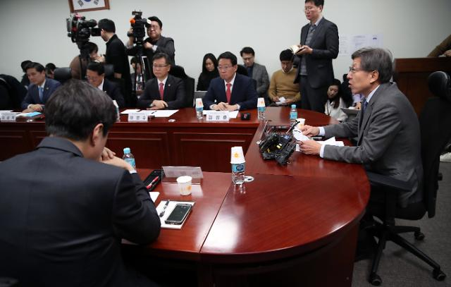 보수대통합 급물살...한국당·새보수당 엇갈리는 셈법