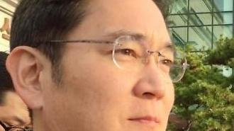 삼성전자 뜨거운 새해…미국서 기술 선도, 한국서 뇌물 재판
