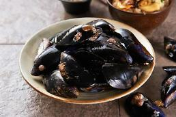 .Researchers find way to develop powerful mussel glues.