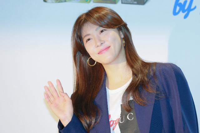 [슬라이드 화보] 하지원, 나이가 무색한 동안 미모 (푸르밀 팬사인회)