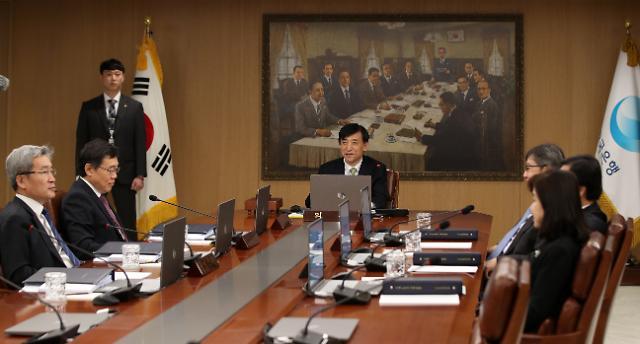 한국은행 기준금리 동결…경제 부진, 일부 완화 움직임