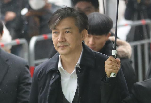"""조국 """"검찰 기소…법적 책임 철저히 다투겠다"""""""