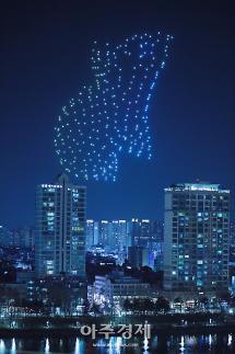 [포토] 석촌호수 밤하늘 수놓은 300대 드론의 군무