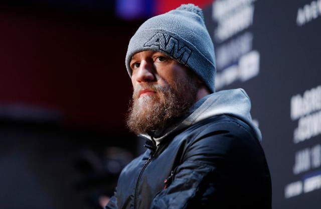 UFC 간판스타 맥그리거, 세로니戰 1R 40초 TKO승