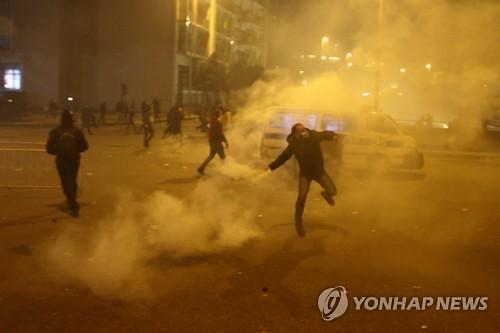 레바논 반정부 시위 격화에 전쟁터 방불...수백명 부상