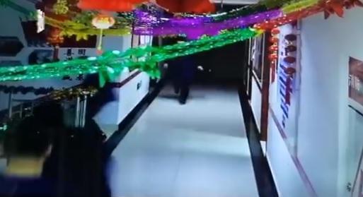 [중국포토]中 신장서 규모 6.4 지진...1명 중상