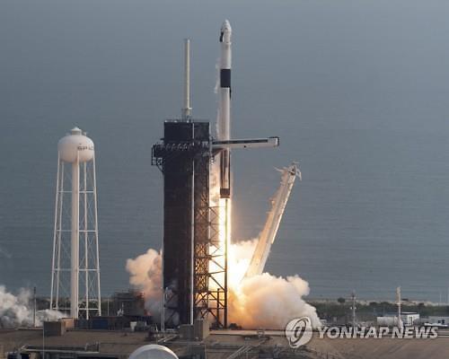 스페이스X, 시험 발사 성공…유인우주여행 한발 성큼