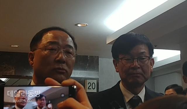 """[신격호 빈소] 홍남기 부총리 """"고인의 개척정신·열정경영, 큰울림으로 전달"""""""