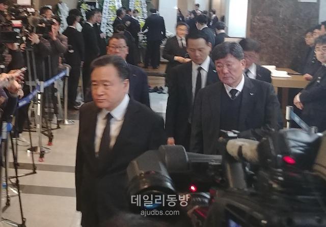 """[신격호 빈소] 허영인 SPC그룹 회장 """"세계적인 기업으로 일군 선구적인 인물"""""""
