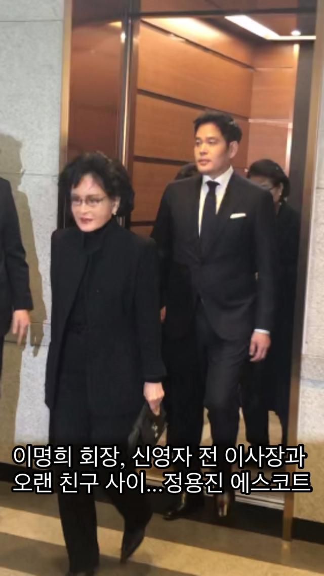 [신격호 명예회장 별세(영상)] 신세계 정용진, 母이명희 회장 조문 에스코트