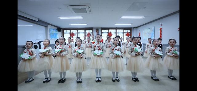 小星星华语合唱团喜登全球华文学校网络春晚
