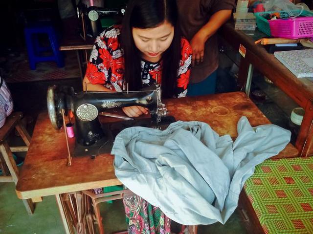 [NNA] 캄보디아 봉제노동자 100명 실신, 열악한 노동환경 원인