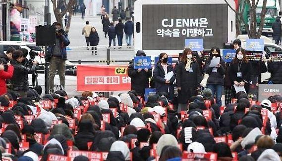 엑스원 새그룹 결성 요구 과거 집회 이모저모