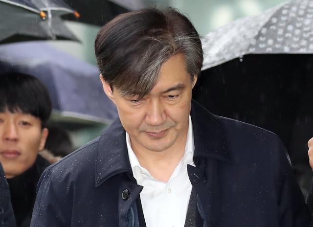 조국, 직위해제에 입장 밝혀 서울대 결정 부당하지만 수용