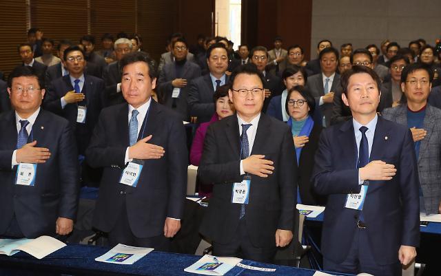 [황호택 칼럼] 민주당의 오만, 2016 박근혜 닮아가나