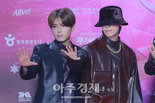 [포토] 포즈 취하는 슈퍼주니어 려욱-동해 (2020 서가대)