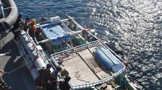 호르무즈 해협 파병 청해부대, 살려달라 손 흔든 이란 선박 구조
