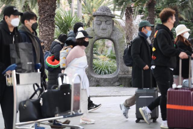 暂停外籍人士免签入境 韩济州岛旅游业恐进冷冬