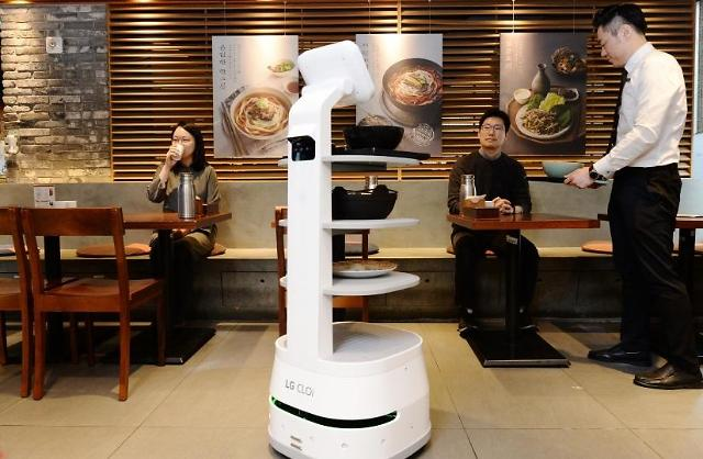 LGs intelligent food service robot deployed at restaurant in Seoul