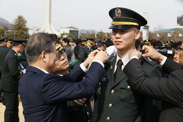 [김정래의 소원수리] 부모님이 못 달아주나요.... 軍장교 임관식 절정 계급장 달기 생략되나