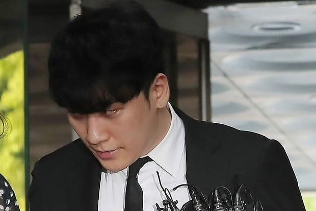 Seungri ordered to join boot camp for mandatory military service