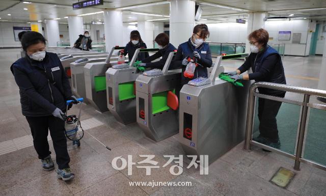 싱가포르 방문 뒤 신종 코로나 17번 확진자…대부분 대중교통 이용