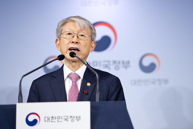 """최기영 장관 """"국민 건강에 과학기술계 기여해야…긴급 연구자금 투입"""""""