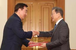 .文在寅:韩国帮助近邻是理所当然 将积极为中国提供支援.