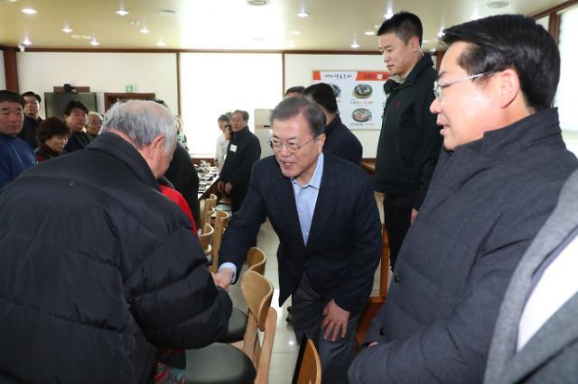 """[신종코로나] 진천·아산 찾은 文 대통령 """"충분히 극복…경제활동 평소대로"""""""