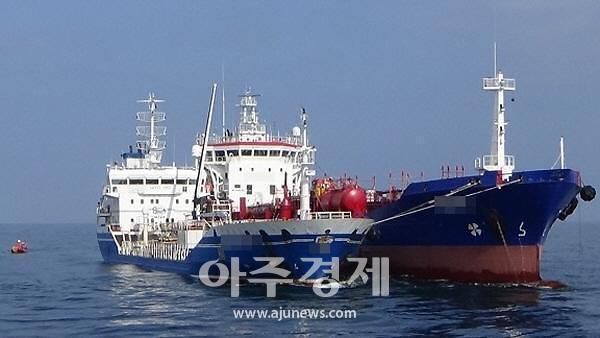군산해경, 바다에서 무단으로 기름 옮긴 외국적 유조선 4척 검거