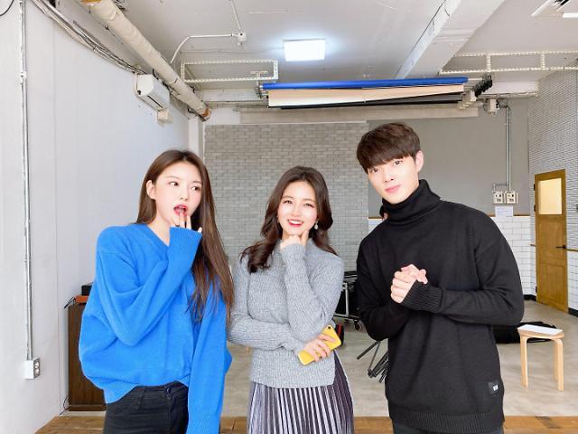 크로스진 용석 & 구구단 나영, 아리랑TV 'Showbiz Korea'에서 만나요