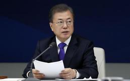 .文在寅与韩国六大企业老总等举行座谈会.