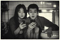 .韩片《寄生虫》黑白版月底在韩上映.