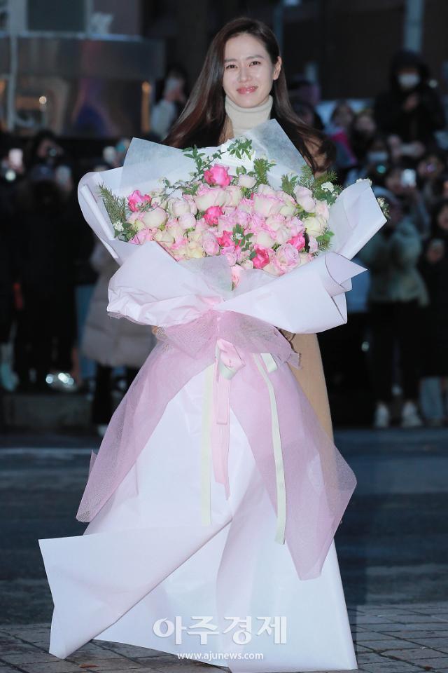 [포토] 손예진, 꽃 드레스 입었네 (사랑의 불시착 종방연)